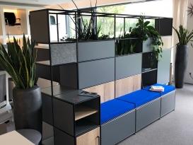 Modularer Raumteiler von Bosse mit Pflanzen