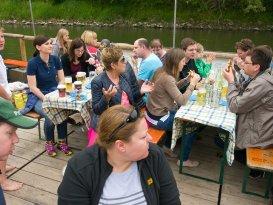Essen während der Floßfahrt