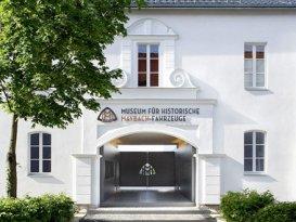 Eingang des Maybach Museum Neumarkt