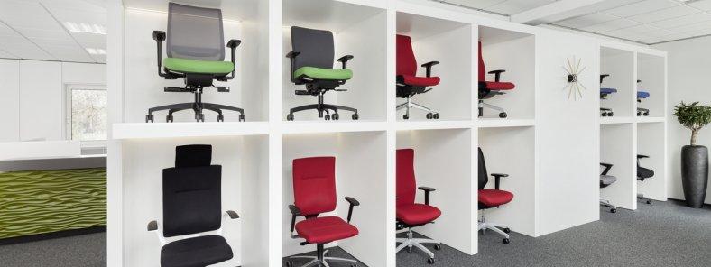 Ausstellung von Bürostühlen bei Grasenhiller