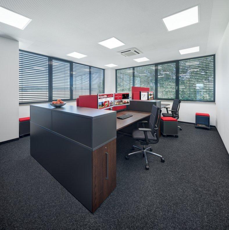 Zeitlose und elegante Bürolandschaft