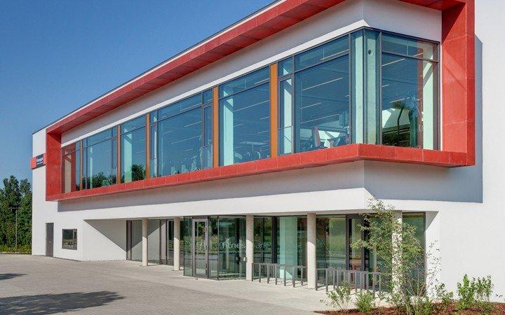 Gebäude und Inneneinrichtung von FitnessPark