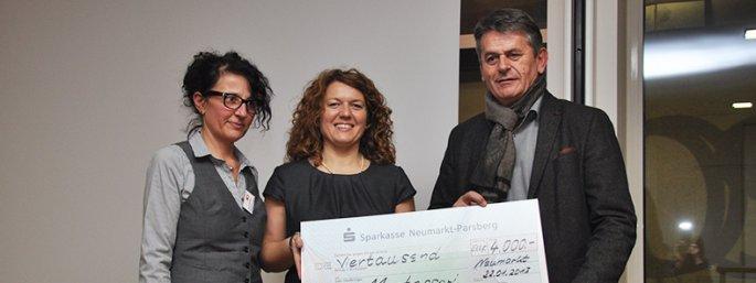 Geschäftsführerin Angelika Schelte, Schulleiterin Angela Ast-Hasch und Albert Grasenhiller