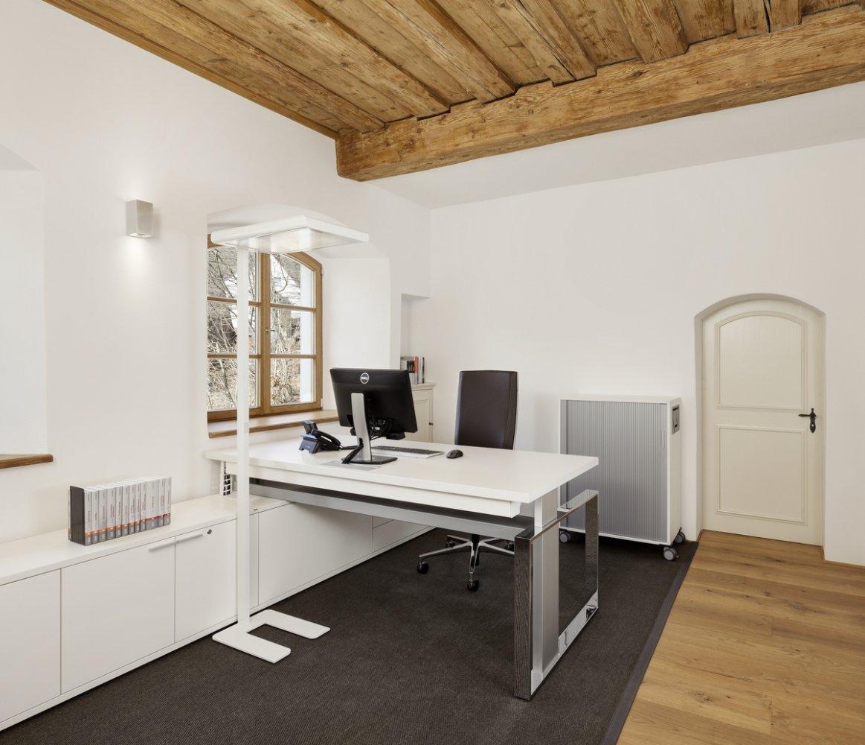 Büro- Und Objekteinrichtung Sowie Kopier- Und EDV